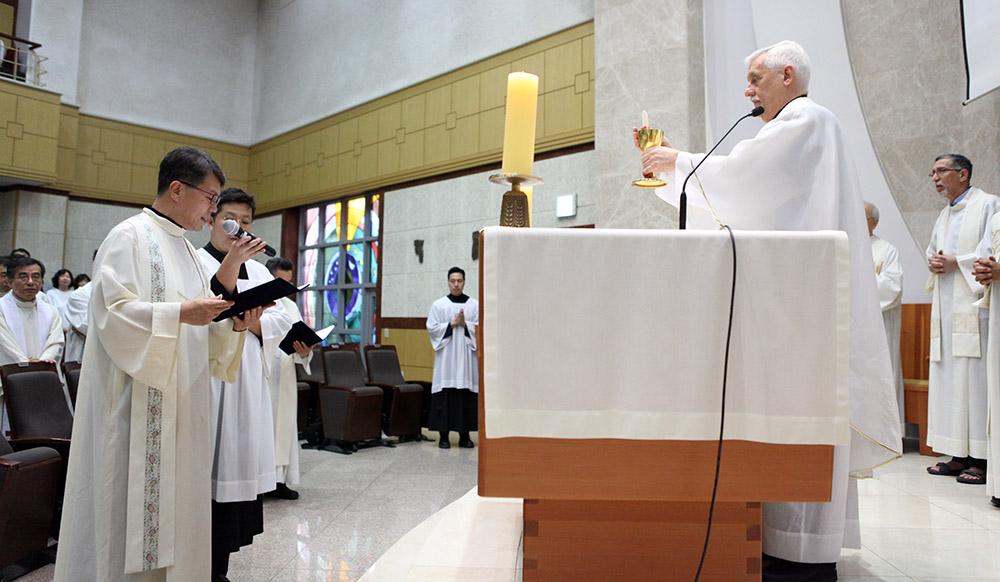 2019-07-15_asia-visit-mass_vows