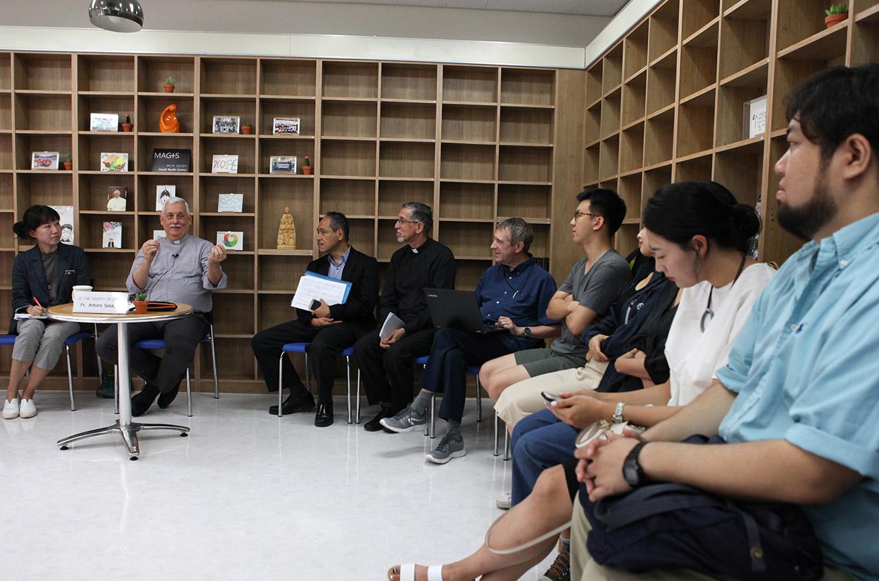 A los jóvenes de Corea: Pueden ser fuertes mensajeros de esperanza