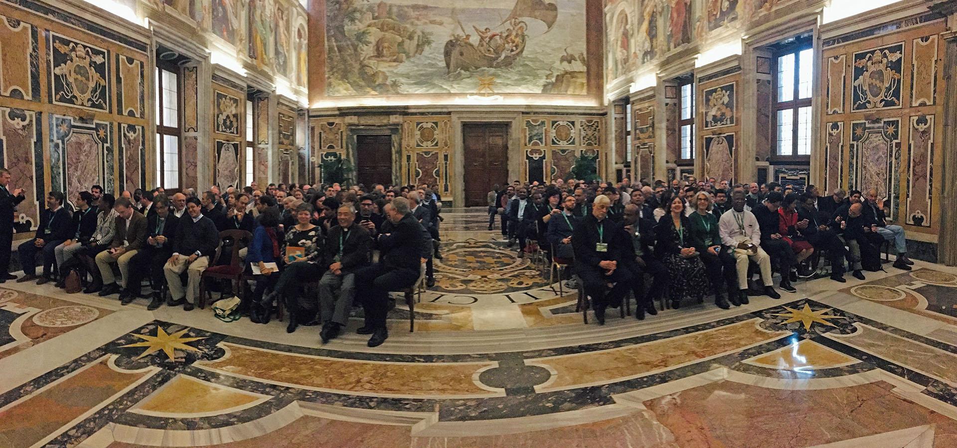 """Papa Francesco: """"Aprire il futuro, aumentare le possibilità, generare alternative"""""""