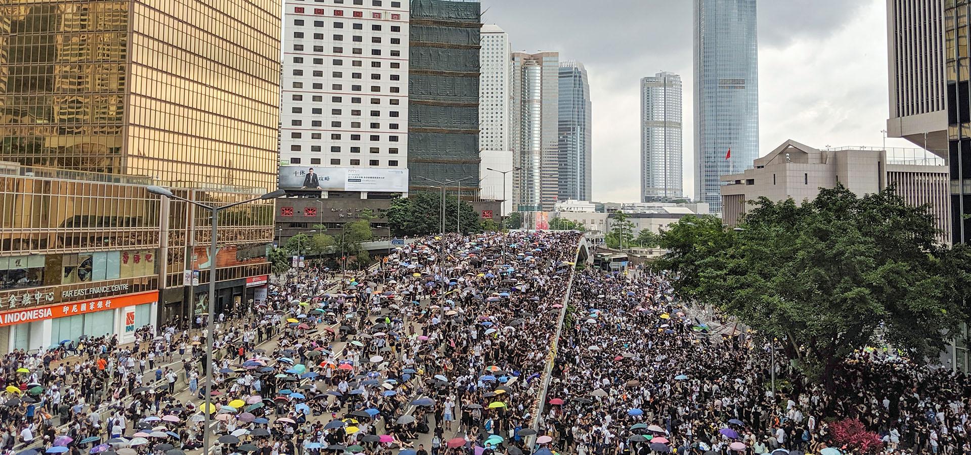 Dialogo e non violenza: le vie della pace per Hong Kong
