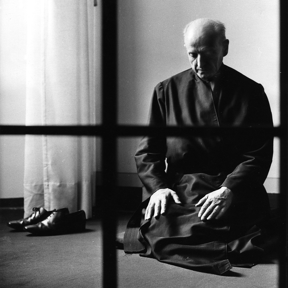 2020-02-05_arrupe_praying