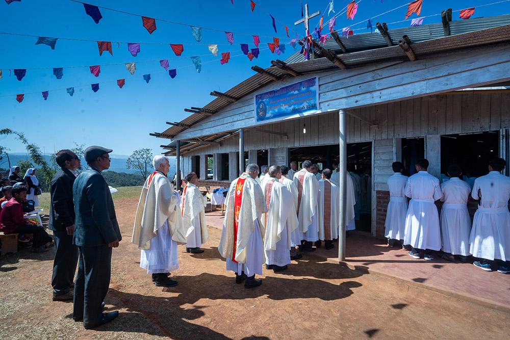 Fr. Arturo Sosa, SJ, celebrates at Umbir, and SJ Novices.