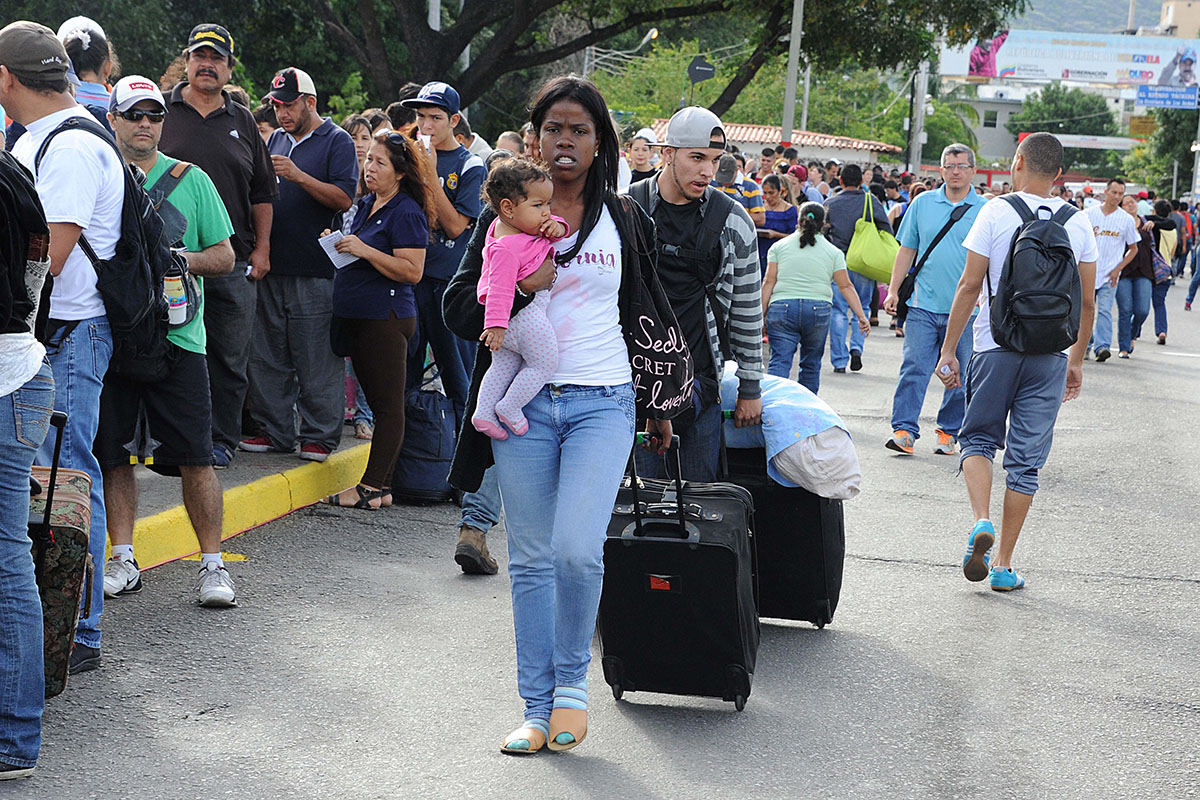 Venezuelans crossing the border with Colombia. ©GEORGE CASTELLANOS / AFP George Castellanos