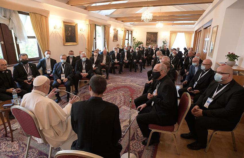 2021-09-23_pope-svk_meeting