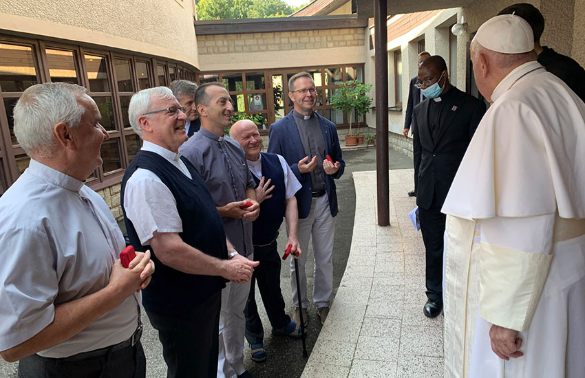 2021-09-23_pope-svk_welcome